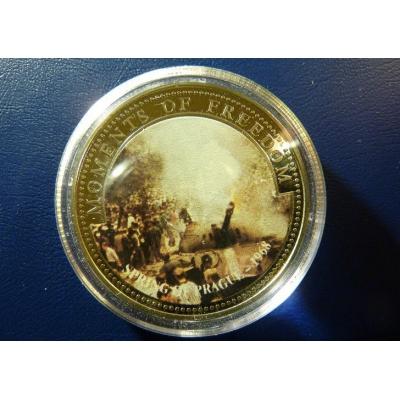 Libérie - barevná mince 10 dolarů 2001- Pražské Jaro