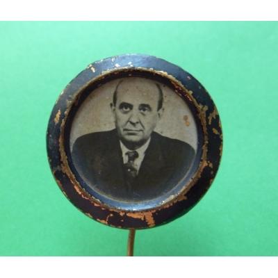 Smuteční odznak z pohřbu Jana Masaryka