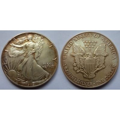 Spojené státy americké - velký stříbrný dolar 1989, patina