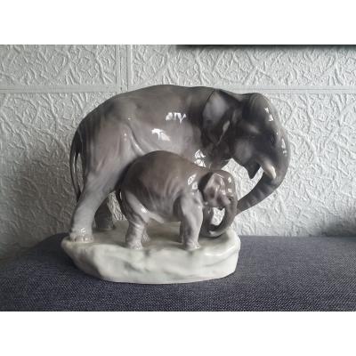 Slon se slůnětem AMPHORA, poč. 20. století, značený