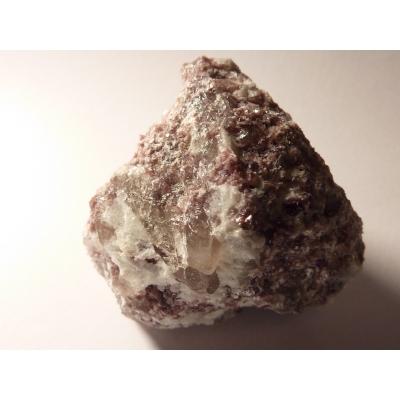 Lepidolit surový