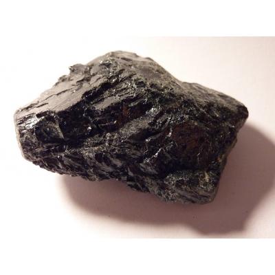 Turmalín černý surový