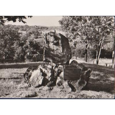 Suchdol - pomník Mikoláše Alše