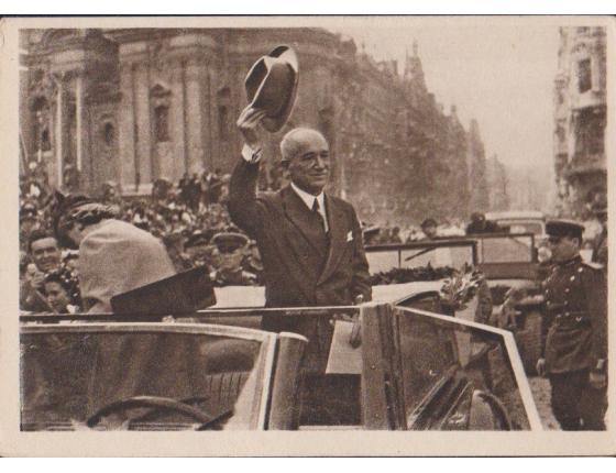 Československo - pohlednice Příjezd presidenta dr. Edvarda Beneše na Staroměstské náměstí 1945