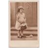 Československo - pohlednice Dívka s květinami