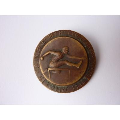 Československo - odznak IV. středoškolské hry při X. všesokolském sletu v Praze 1938, mincovna Kremnica