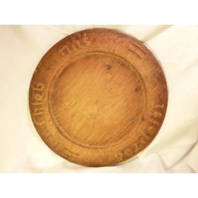 Historický dřevěný talíř na chléb s modlitbou
