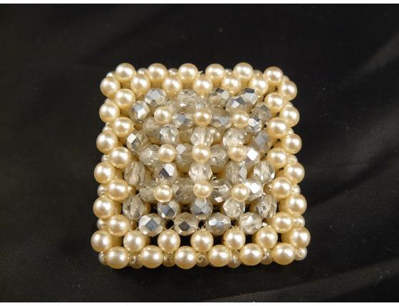 Historická brož z vrstvených perel
