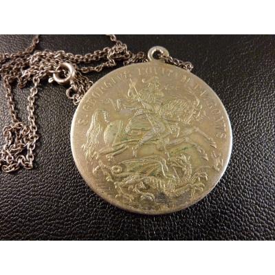 Historický medailon s řetízkem - svatý Jiří