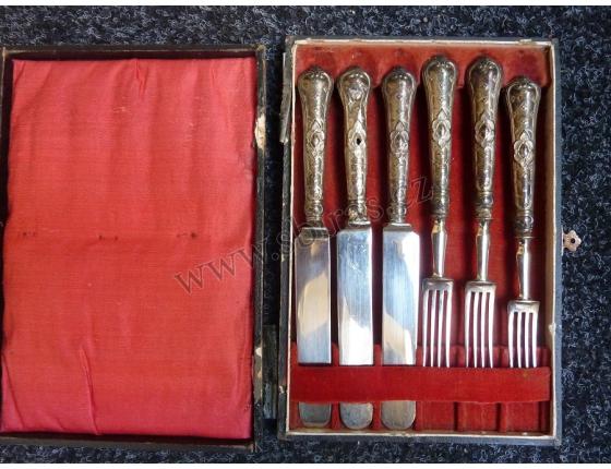 Sada stříbrných příborů v kazetě, konec 19. století