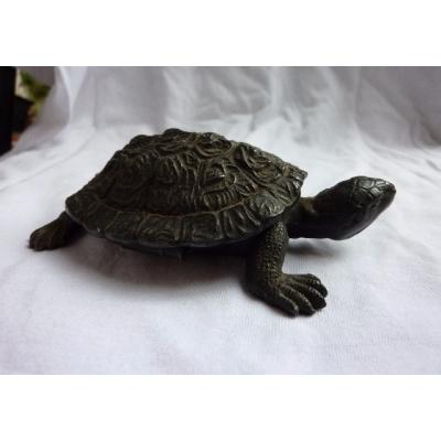 Historická kovová soška - želva